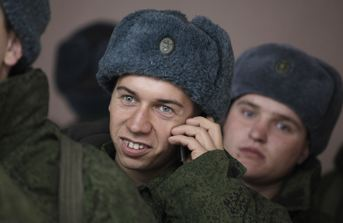 Conscript on His Mobilnik (photo: Reuters
