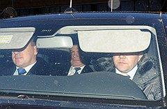 Serdyukov on His Way to the SKR (photo: Kommersant / Dmitriy Dukhanin)