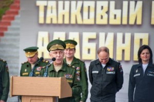 Antonov and Shevtsova in Uniform (photo: Rbc.ru)
