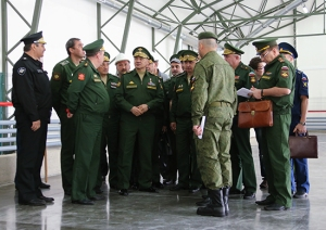 "A Last Chat Inside the ""Tent-Mobile Shelter""(photo: Mil.ru)"