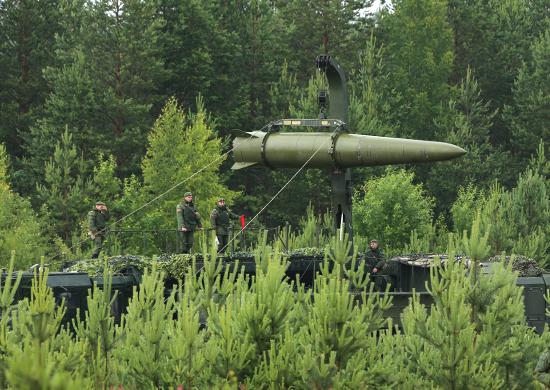 iskander-m-ballistic-missile-being-trans