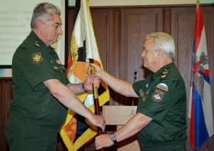 Zarudnitskiy (left) Receives Central MD Standard from Deputy Defense Minister Pankov (photo: Mil.ru)