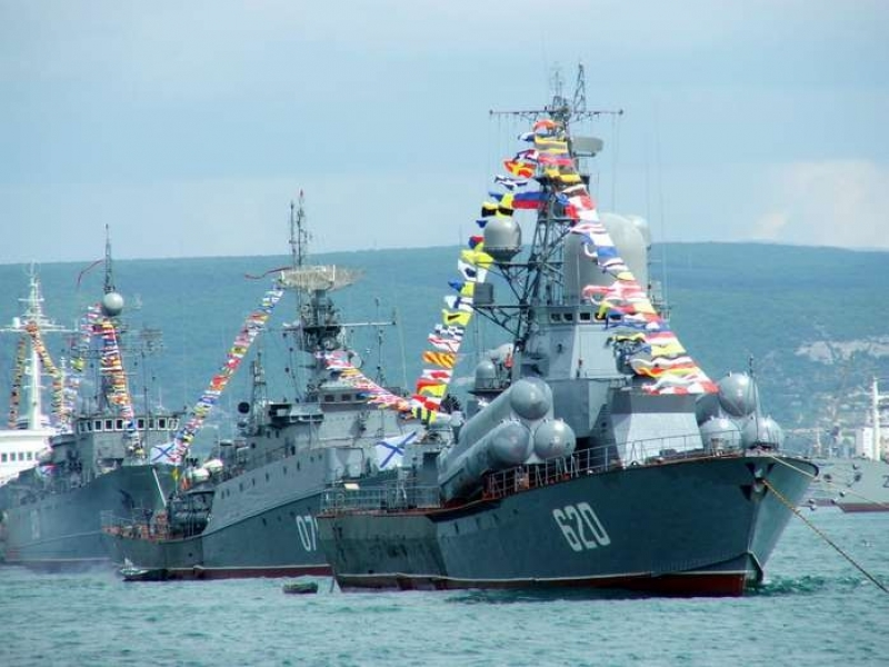 Black Sea Fleet Nanuchka III-class PGG Shtil in the Navy Day Parade