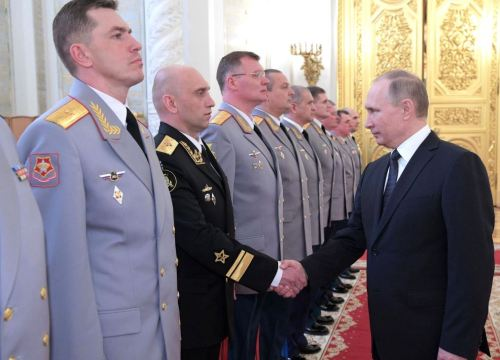Putin shakes with Rear-Admiral Yakushev (photo Kremlin.ru)