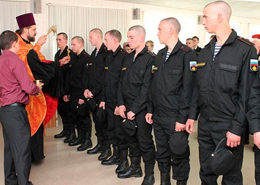 Russian Orthodox priest blesses Black Sea Fleet draftees