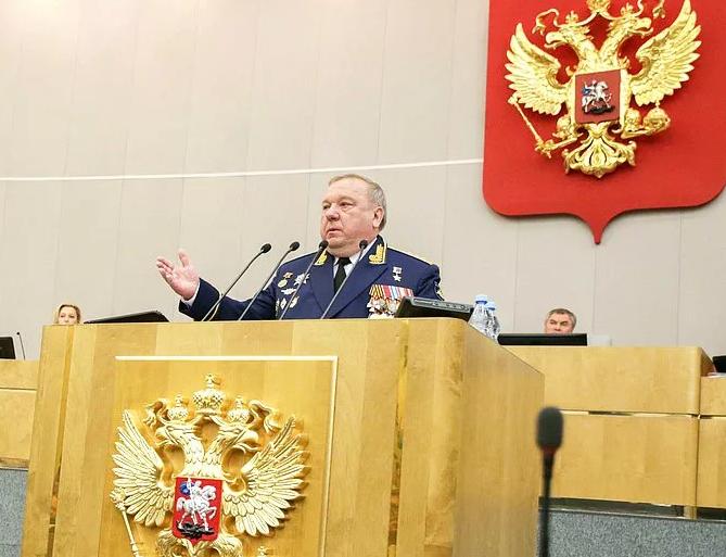 Shamanov addressing the Duma in 2018.PNG