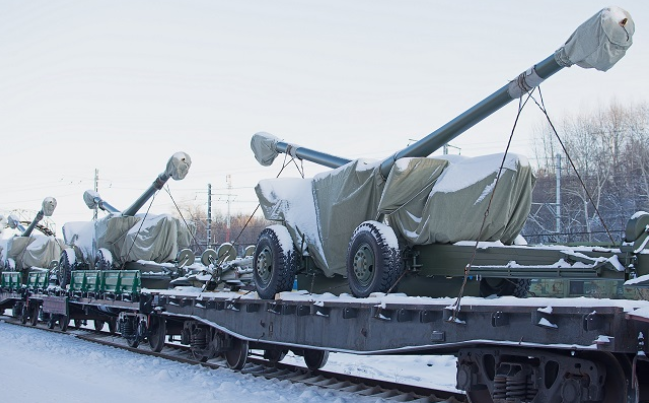 Msta-B towed howitzers leaving the plant.PNG