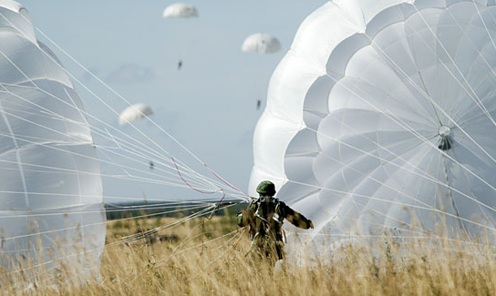 An airdrop with D-10 parachutes